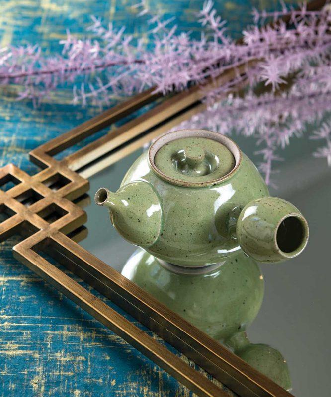Ron Shaw teapot - art&culture magazine